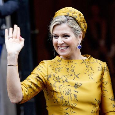 La seda salvaje le juega una mala pasada a Máxima de Holanda, aquí uno de sus looks más trasnochados de los últimos tiempos
