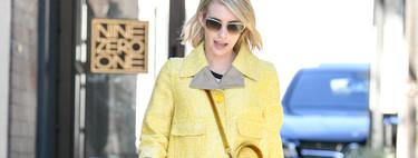 Aprovéchate de las rebajas para crear un look como el de Emma Roberts (sin temer al color amarillo)