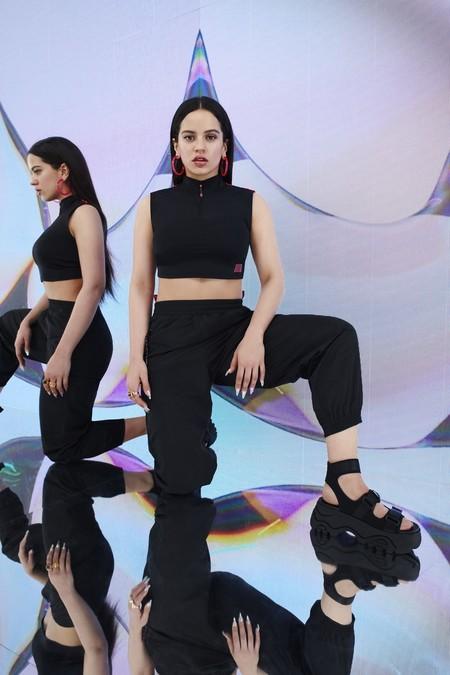 La nueva colección de Rosalía para Pull & Bear es todavía más Rosalía