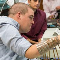 Un paciente cuadripléjico ya hacer movimientos complejos gracias a este dispositivo