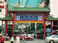 De compras en el mercado del barrio chino de Kuala Lumpur