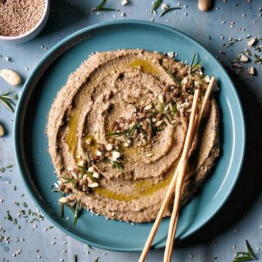 Así puedes usar el tahini y el hummus para subir de nivel tus platos