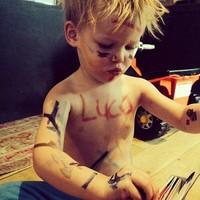 ¿Cómo de mono es el hijo de Hilary Duff cubierto de pintura?