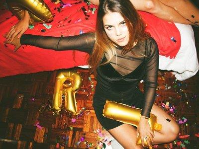 7 trucos de maquillaje para acabar la fiesta como la empezaste (y no con el maquillaje hecho un desastre)