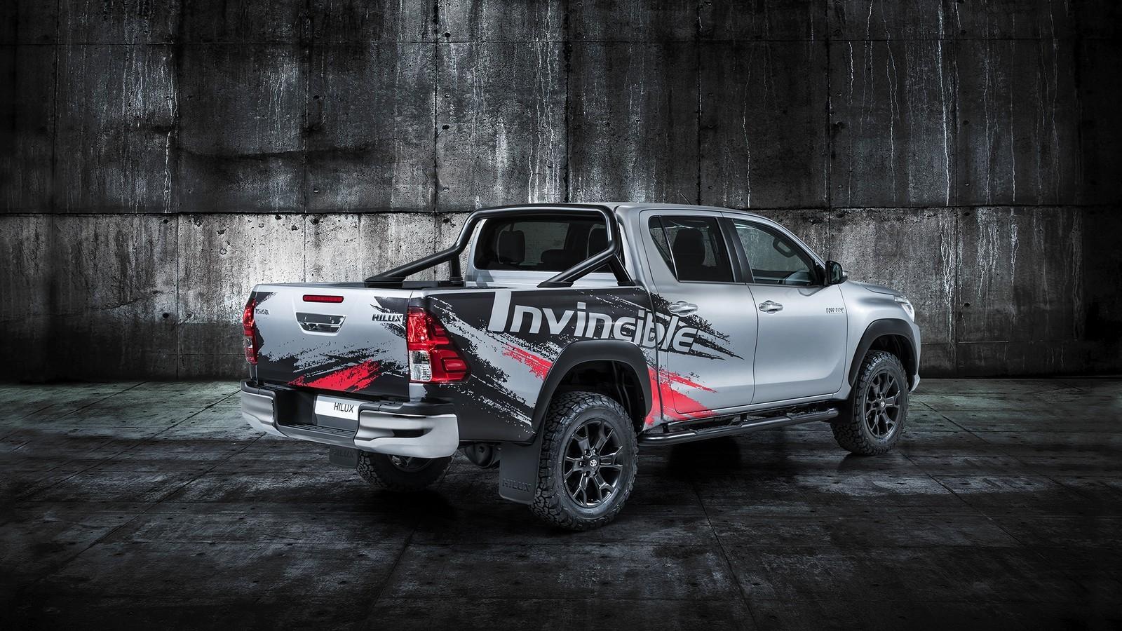 Foto de Toyota Hilux 'Invincible 50' (2/5)