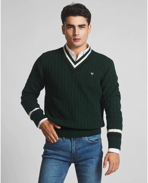 Jersey de hombre en color verde oscuro de cuello pico