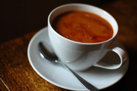 """Beber líquidos muy muy calientes """"posiblemente causa cáncer"""", según la OMS"""