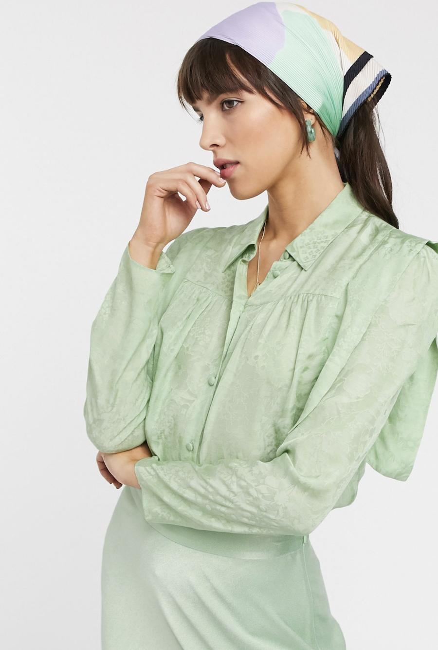 Camisa con detalle en el hombro en verde menta de & Other Stories