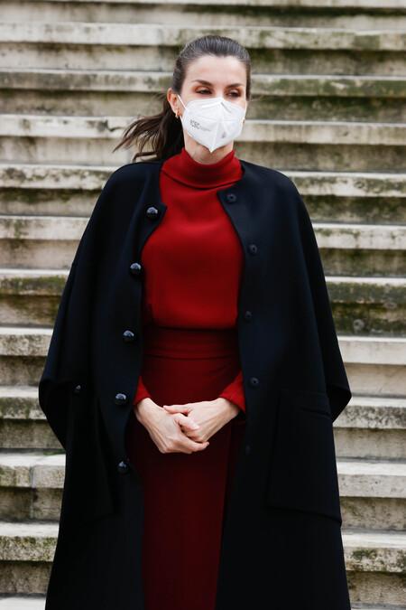 La reina Letizia estrena un precioso vestido de Massimo Dutti que, además, está rebajado