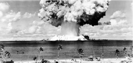 Resultado de imagen de Prueba atómica en el Atolón de Bikini