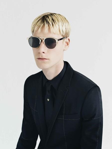 Dior Homme contrasta con detalles en oro un adelanto de su colección de invierno