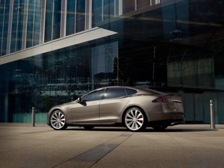 Las ventas de coches eléctricos enchufables salvan 2015 con el mejor mes de diciembre de la historia y Tesla Motors a la cabeza