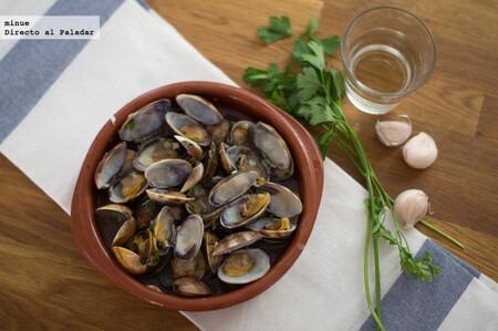 Cazuela de almejas al vino blanco, receta en microondas