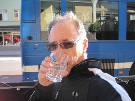 Beber un vaso de agua en ayunas, la mejor manera de poner en marcha el metabolismo