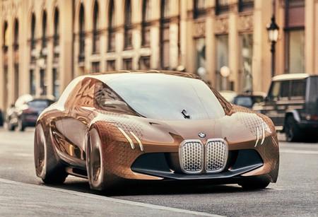 Manejamos el BMW i5, un mayordomo motorizado que puedes conducir con las manos o tu voz