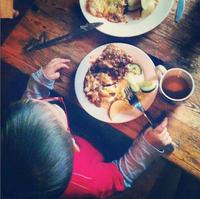 Educación de los niños en la alimentación: reparto de las comidas y comportamiento en la mesa