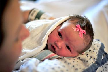 Logran curar del virus del Sida a un bebé