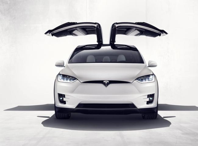 Así de espectacular es el Tesla Model X: más de 400 kilómetros de autonomía a partir de 130,000 dólares