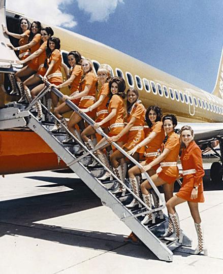 ¿Dónde han quedado las sonrisas de las azafatas y los buenos modales de los pasajeros?