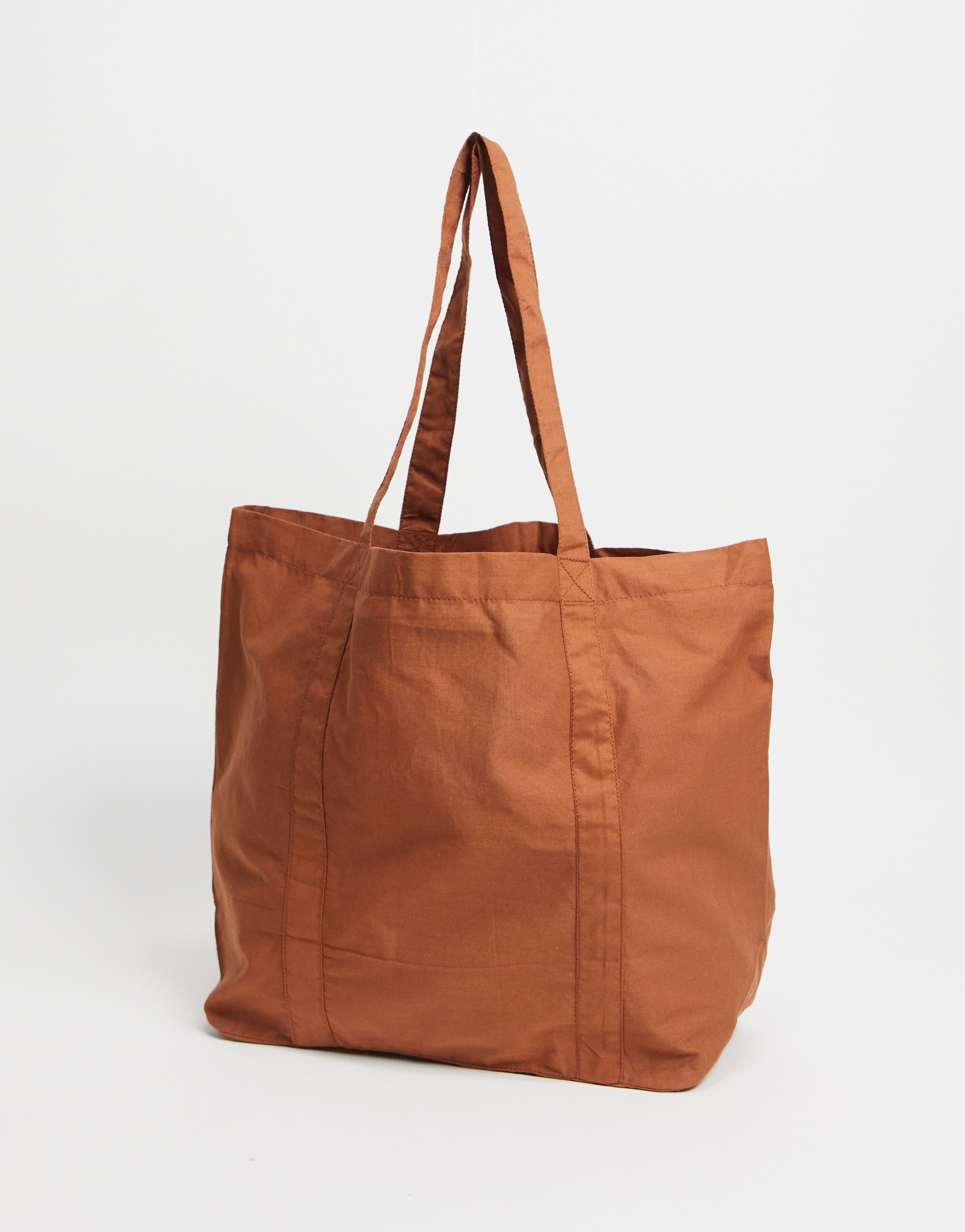 Bolso oversize color tabaco