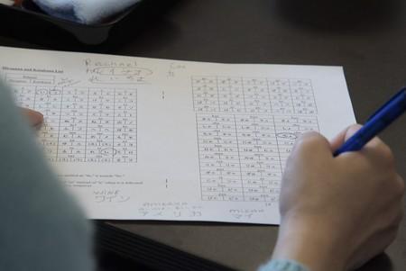 Fax, pagos en efectivo y sellos: los japoneses aman tanto el papel que parecen anclados en los 90