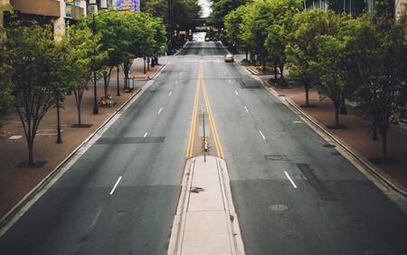 """El """"asfalto frío"""" no es ninguna broma: puede bajar 2º la temperatura de las ciudades y reducir hasta un 6% sus emisiones según el MIT"""