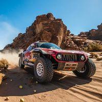 Carlos Sainz arrasa en la tercera etapa del Dakar a rebufo de Nasser Al-Attiyah y ya es líder en solitario del rally