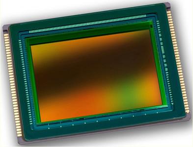 Sony ha reconocido que fabricar objetivos con zoom para su sensor curvo es muy complejo
