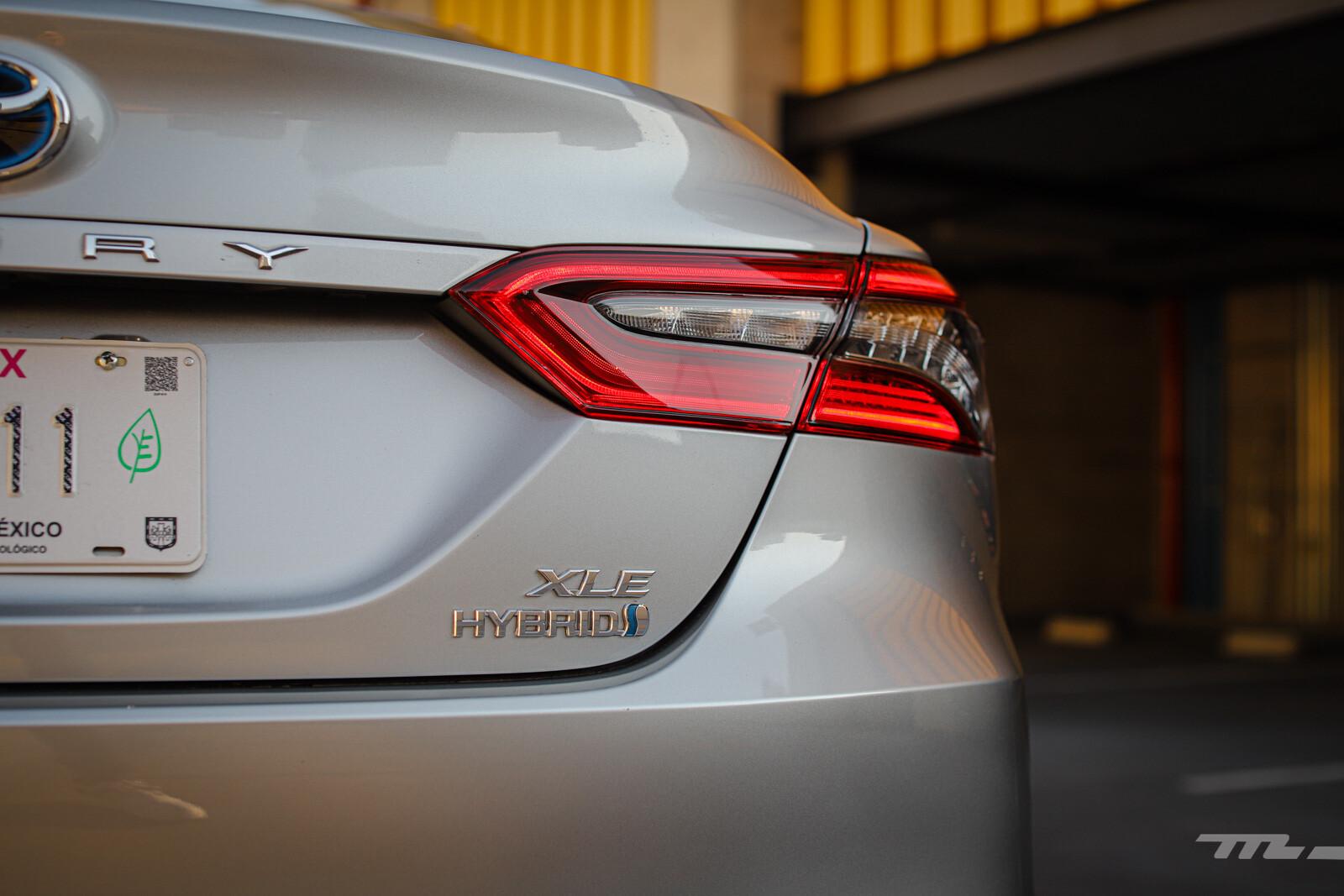 Foto de Toyota Camry Hybrid 2021 (25/38)