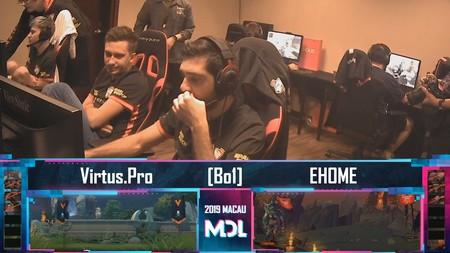 """Dos jugadores de Virtus Pro son cazados jugando a Apex Legends durante los """"picks"""" y """"bans"""" en un torneo competitivo de Dota 2"""