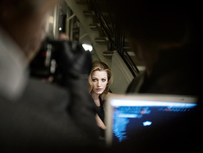 Nuevas imágenes y tomas extra de Blake Lively para la campaña de bolsos de Chanel Mademoiselle