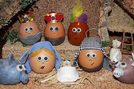 Figuritas de belén hechas con huevos
