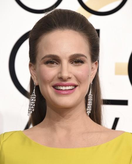 Natalie Portman decepciona en los Globos de Oro 2017 con un vestido amarillo nada favorecedor