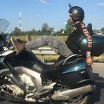 El influencer ruso que conducía su moto con los pies ha fallecido tras chocar contra un furgón
