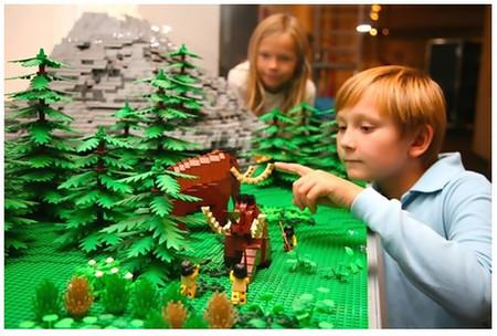 Exposición muestra la historia de la humanidad a través de miles de piezas de Lego