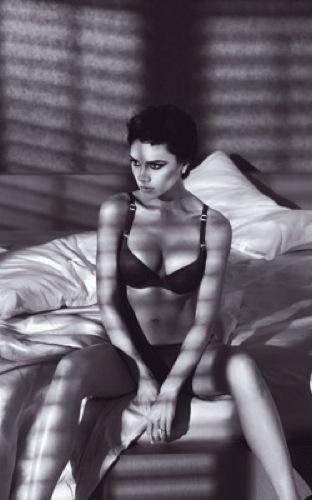 Victoria Beckham en lencería para Armani, primeras fotos