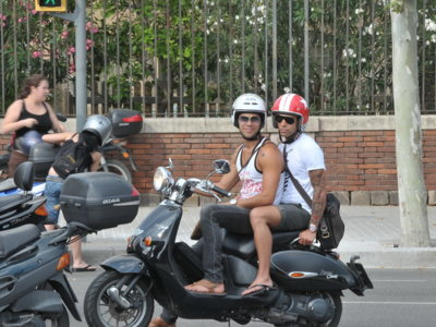 Las vestimentas prohibidas en moto