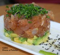 Tartar de atún con salsa de soja y wasabi