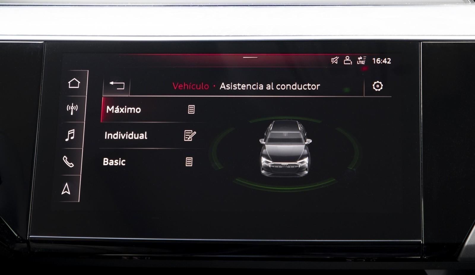 Foto de Audi e-tron (75/111)