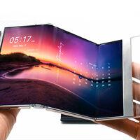 """Samsung muestra varios prototipos con lo último en pantallas: un """"tri-plegable"""", un móvil extensible y un portátil con la cámara bajo el panel OLED"""