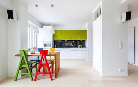 Puertas abiertas: un apartamento alegre y colorista en Finlandia