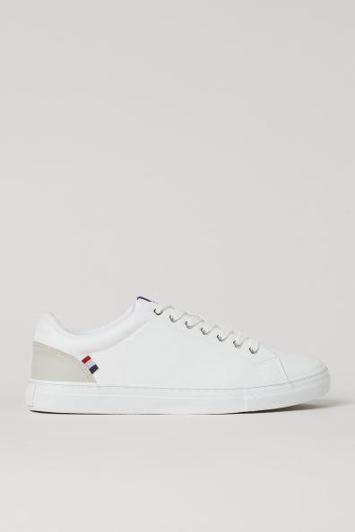 Zapatillas deportivas en piel sintética grabada con cordones y detalles en color de contraste. Forro de malla y plantillas de lona. Suelas con diseño.