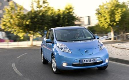 Nissan regala dos unidades del Leaf y estaciones de recarga a la Universidad de Tennessee