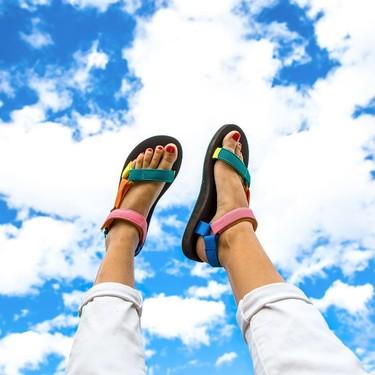 Las sandalias tipo Teva no solo prometen comodidad: son el hit de la temporada (y estos modelos lo demuestran)