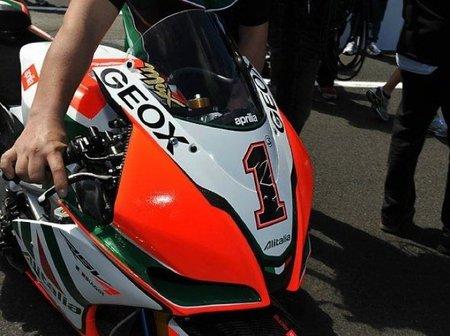 Así luce el número 1 en la moto de Max Biaggi