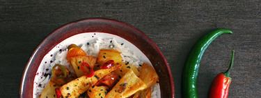Triángulos de tofu salteado con piña y jengibre: receta vegetariana fácil
