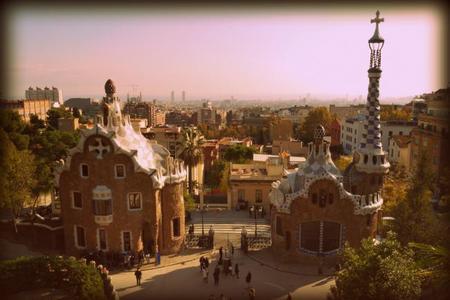 El Park Güell recibe un 70% menos de visitas en 2014 tras establecer un precio de entrada