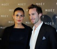 Joseph Fiennes se casa con la modelo María Diéguez