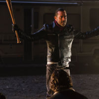 'The Walking Dead' presenta a Negan y Ezekiel en el trailer de su séptima temporada