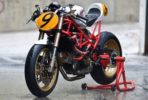 Ducati9½,laitalianamásgamberradeRadicalDucati